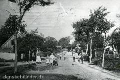 Viborgvej placering omkring Hasle Torv ca. anno 1905. Bemærk kirken i baggrunden.